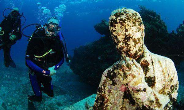 Underwater Museum - Diving with a Lesson